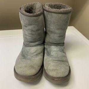 Gray UGG boots / UGGS